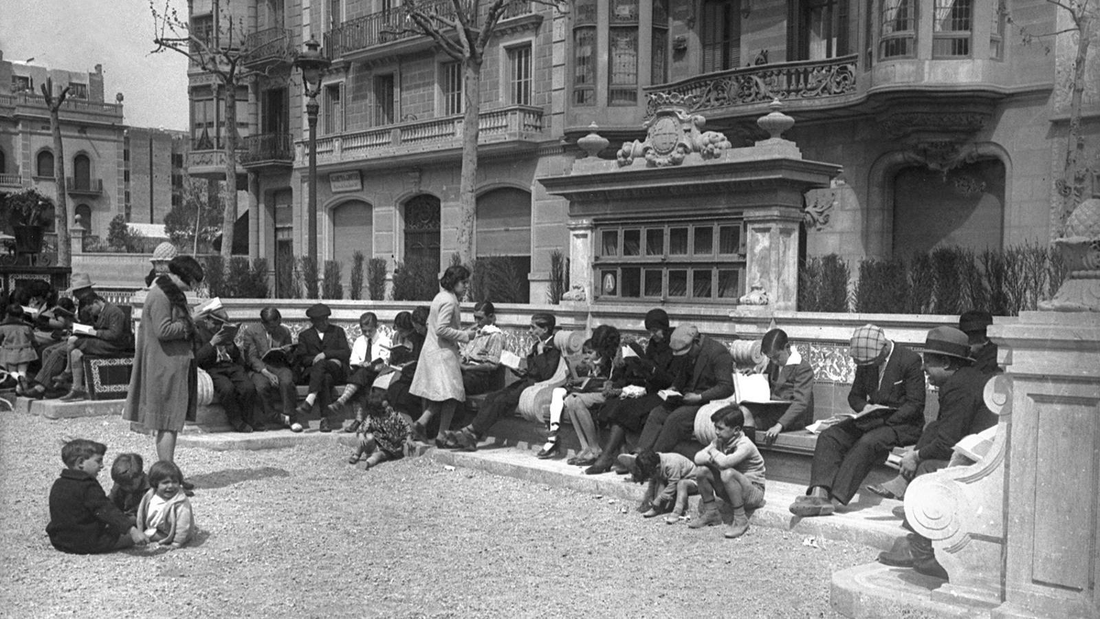 Bancs biblioteca al Passeig de Sant Joan