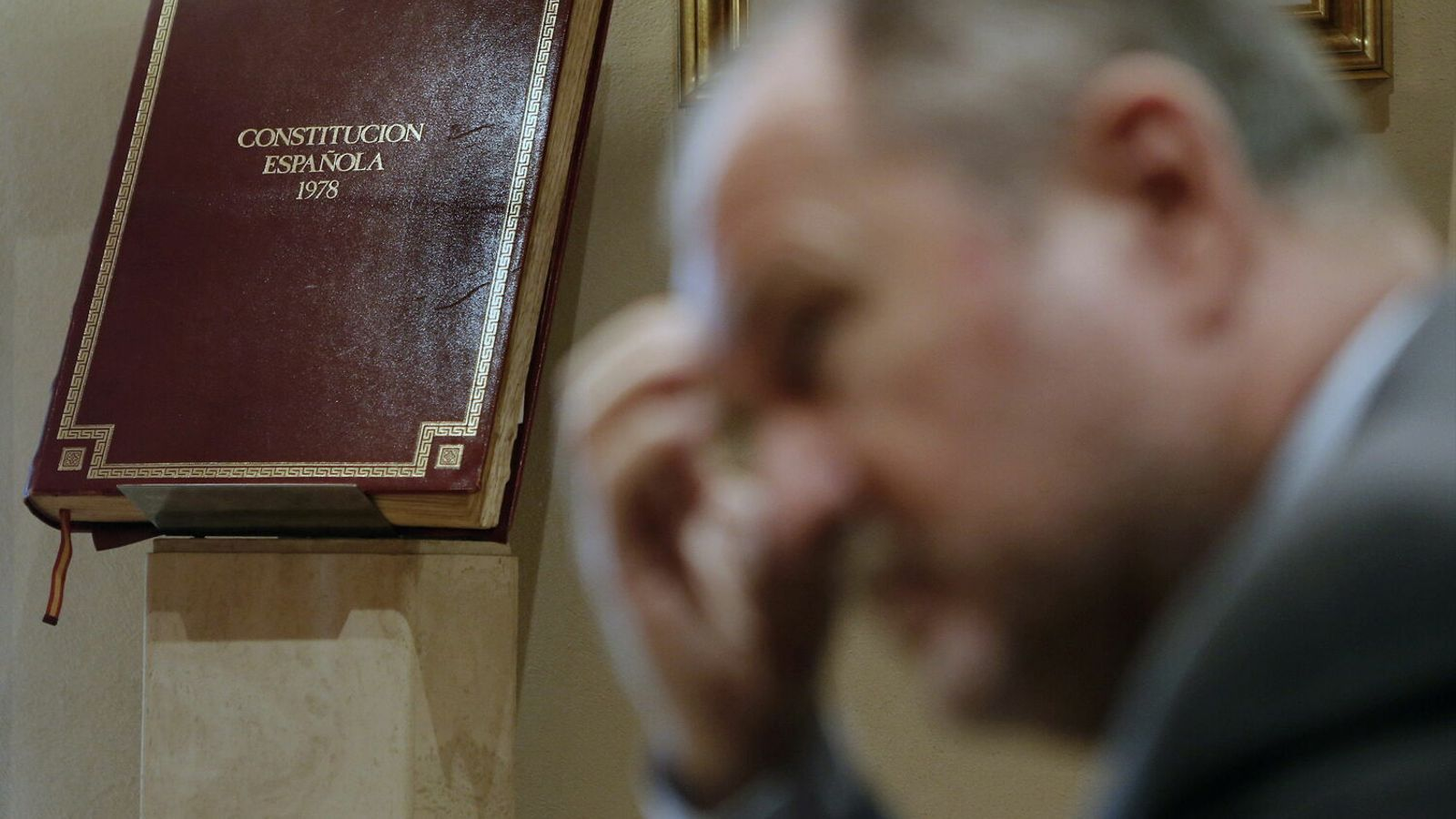 Una imatge on apareix la Constitució Espanyola de 1978