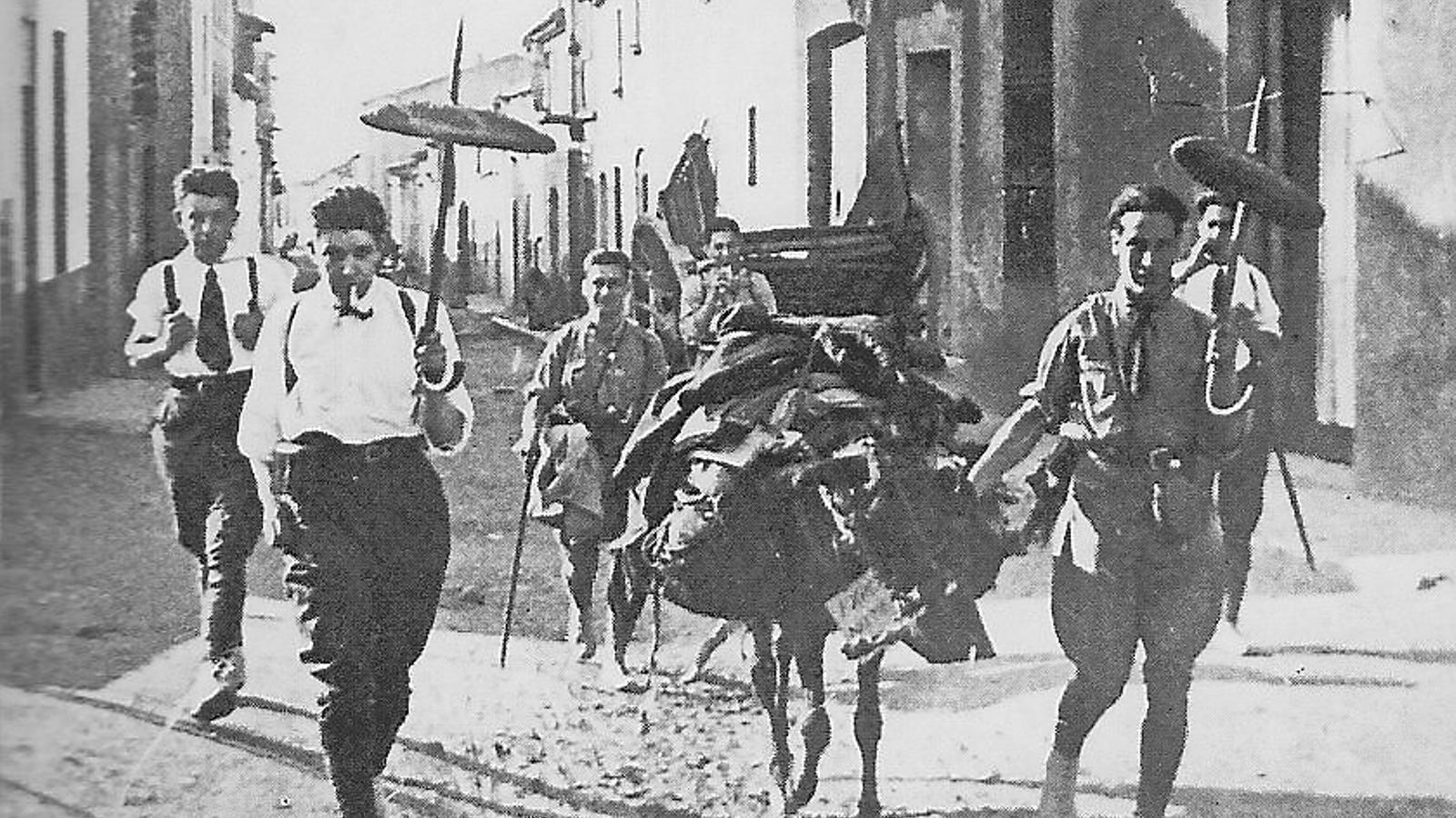LA COLLA DE SABADELL DURANT L'EXCURSIÓ A LA FONT DEL SAÜC L'ANY 1919.