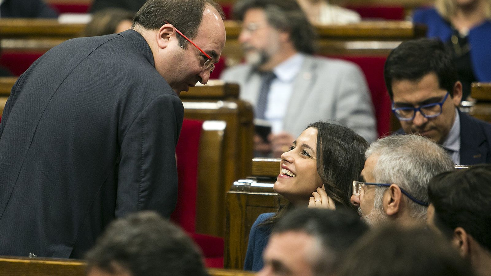 Iceta parlant amb Arrimadas al Parlament / CÈLIA ATSET