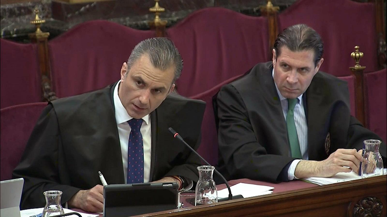 Els advocats  de Vox durant un dels interrogatoris als agents de la Guàrdia Civil aquesta setmana al Tribunal Suprem.