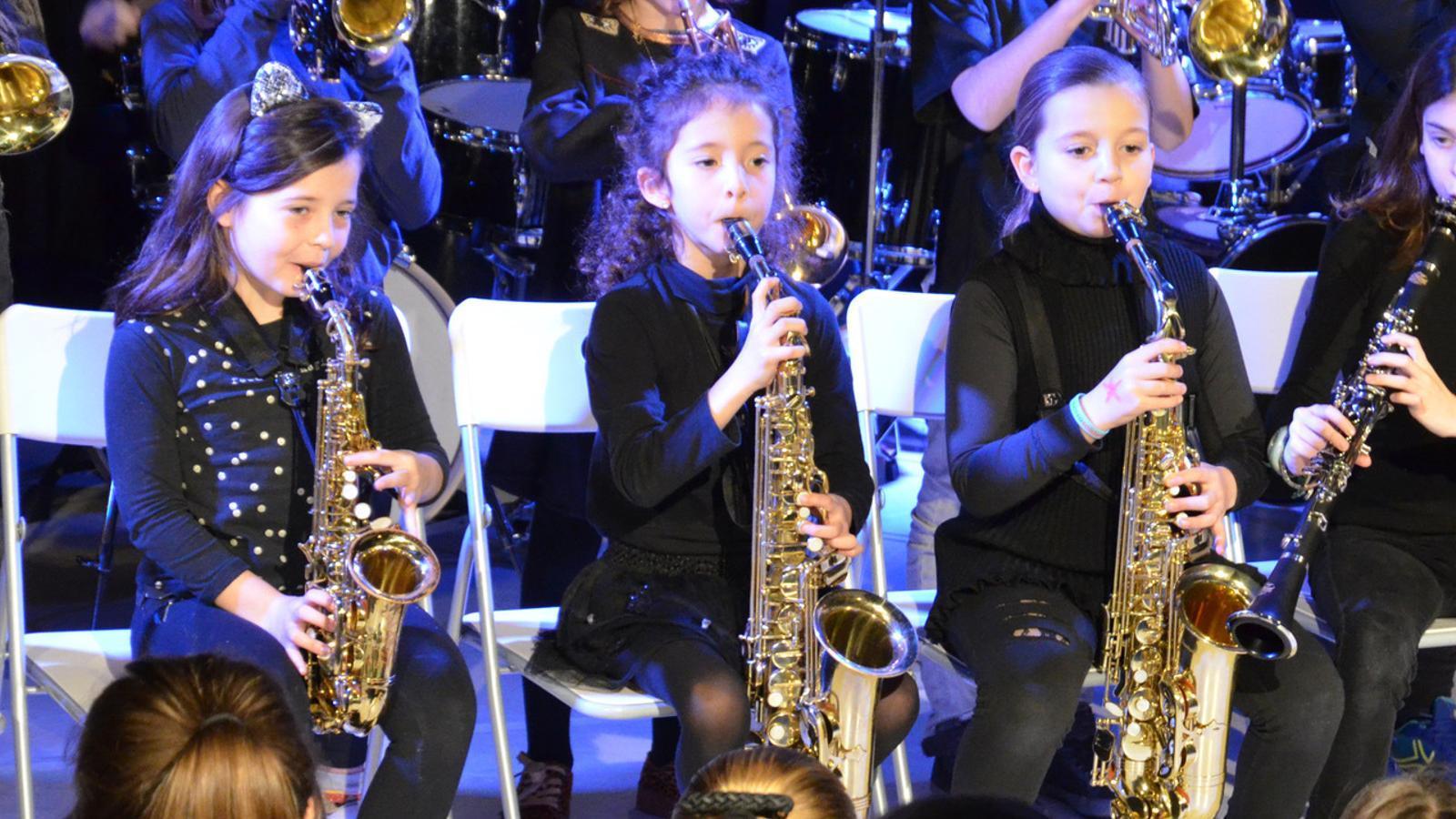 Una foto d'una big band infantil