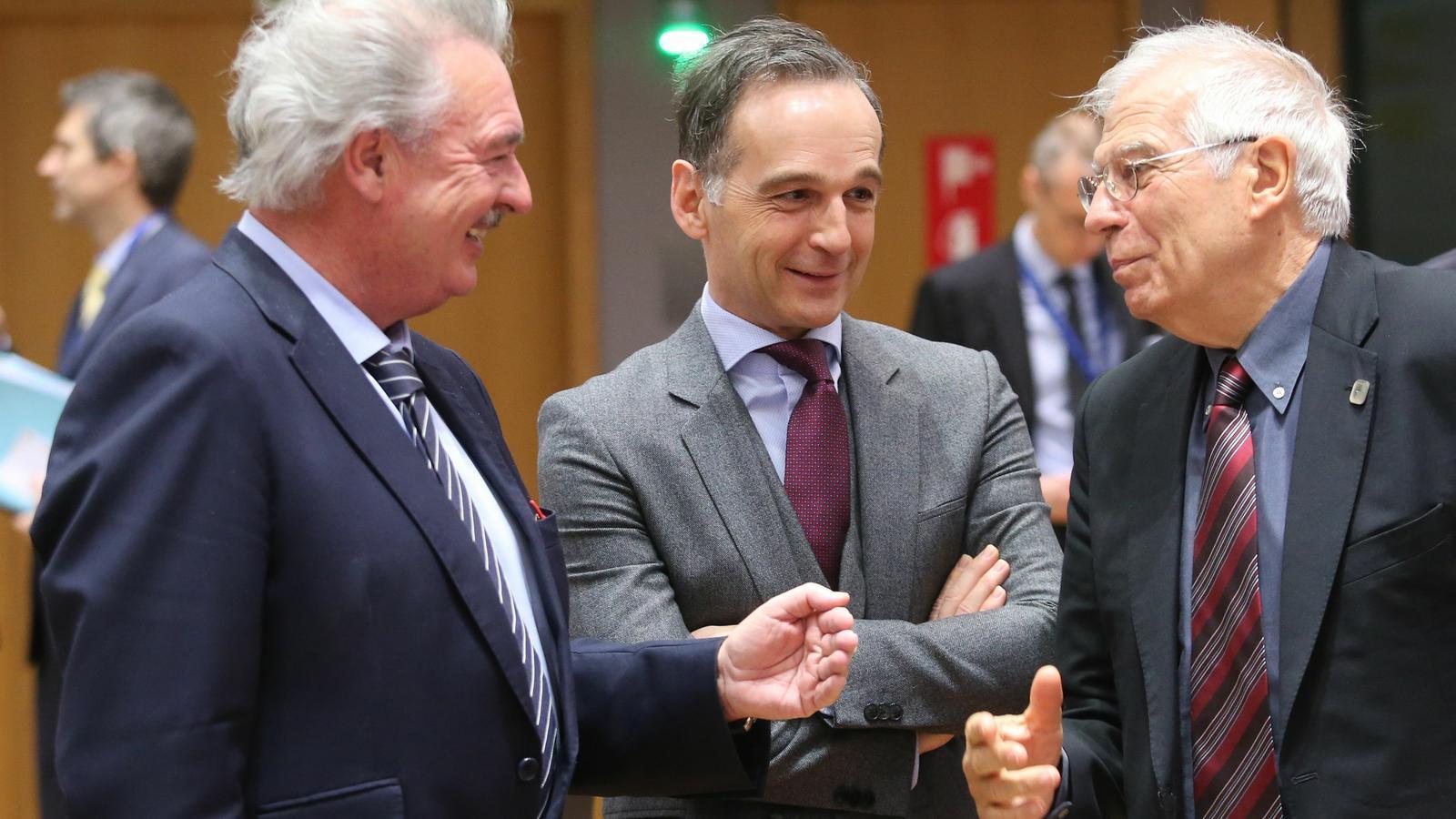 El cap de la diplomàcia europea, Josep Borrell, amb els ministres d'Exteriors de Luzxemburg i Alemanya, en la reunió aquest dilluns a Brussel·les.