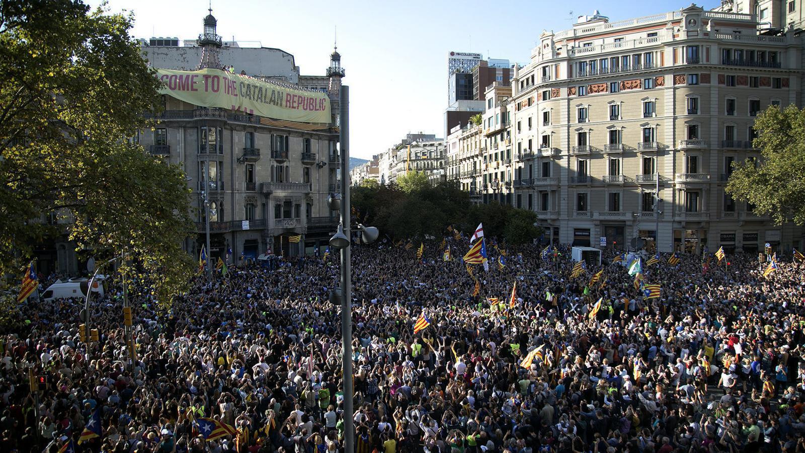 """""""El poder de les masses no és suficient per a l'alta traïció"""""""