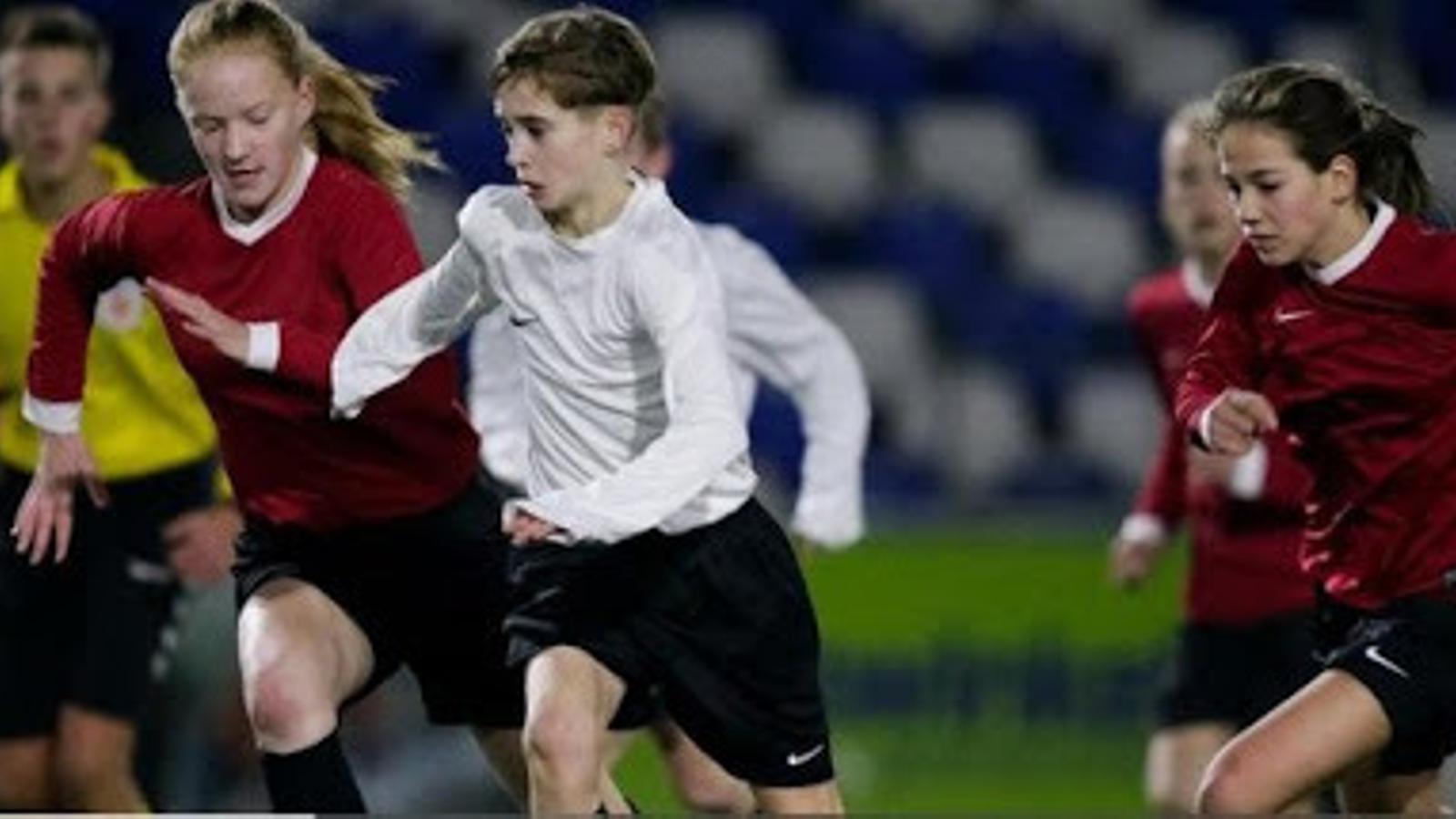 Les noies poden jugar en equips mixtos fins als 18 anys, ara, Ellen Fokkema, ha trencat aquesta norma