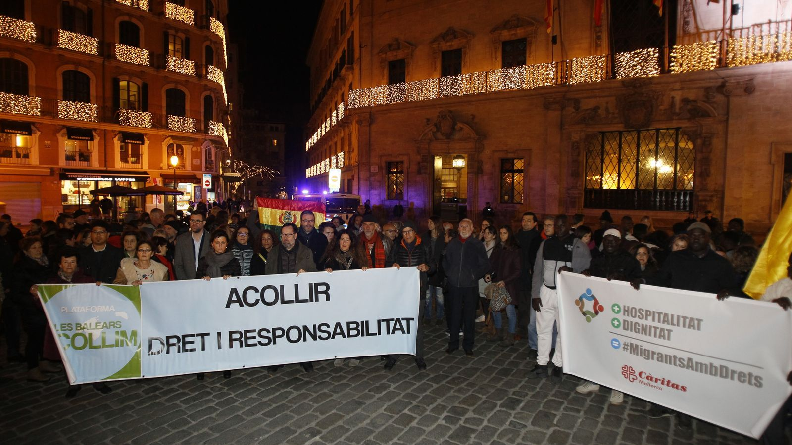 Prop de cinquanta persones clamen contra el racisme i l'amenaça del feixisme a Palma