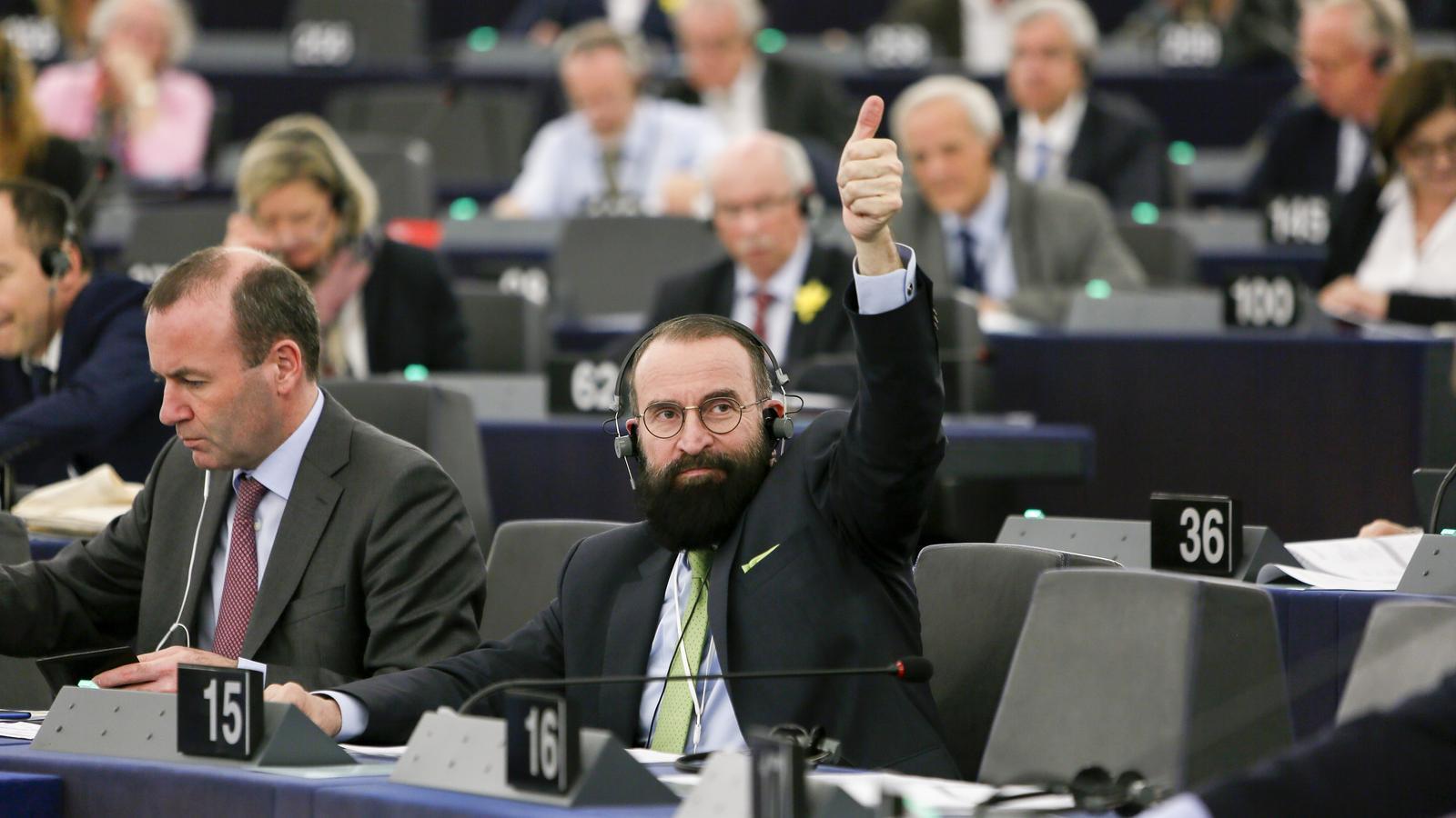 Una imatge de l'eurodiputat del Fidesz Szájer József a l'Eurocambra.