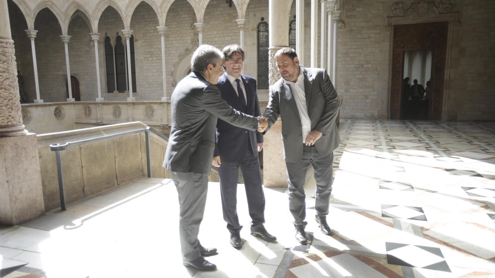 Carles Puigdemont i  Oriol Junqueras s'han reunit amb Francesc Homs al Palau de la Generalitat