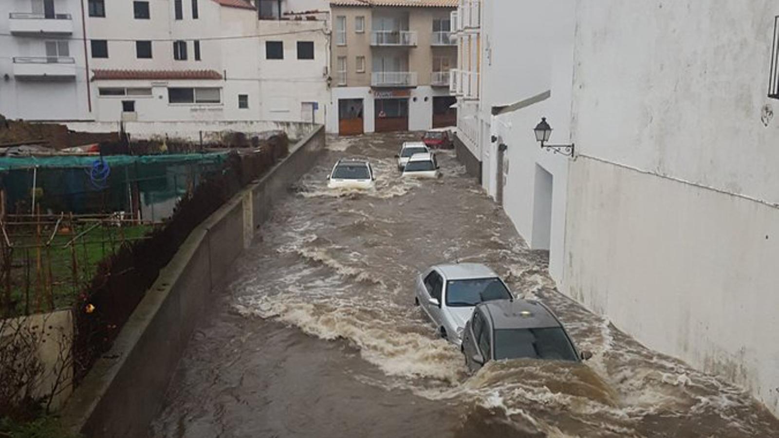 Les pluges acumulen més de 100 l/m2 a l'Ebre i en algunes comarques de Girona