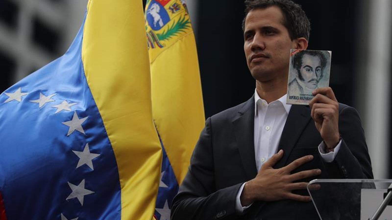 Guaidó  es proclama president interí de Veneçuela amb el suport de Trump
