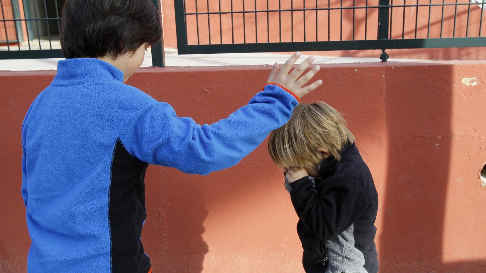 INTEGRACIÓ SENSORIAL. Miquel té un comportament poc apropiat cap a la resta. / ISAAC BUJ
