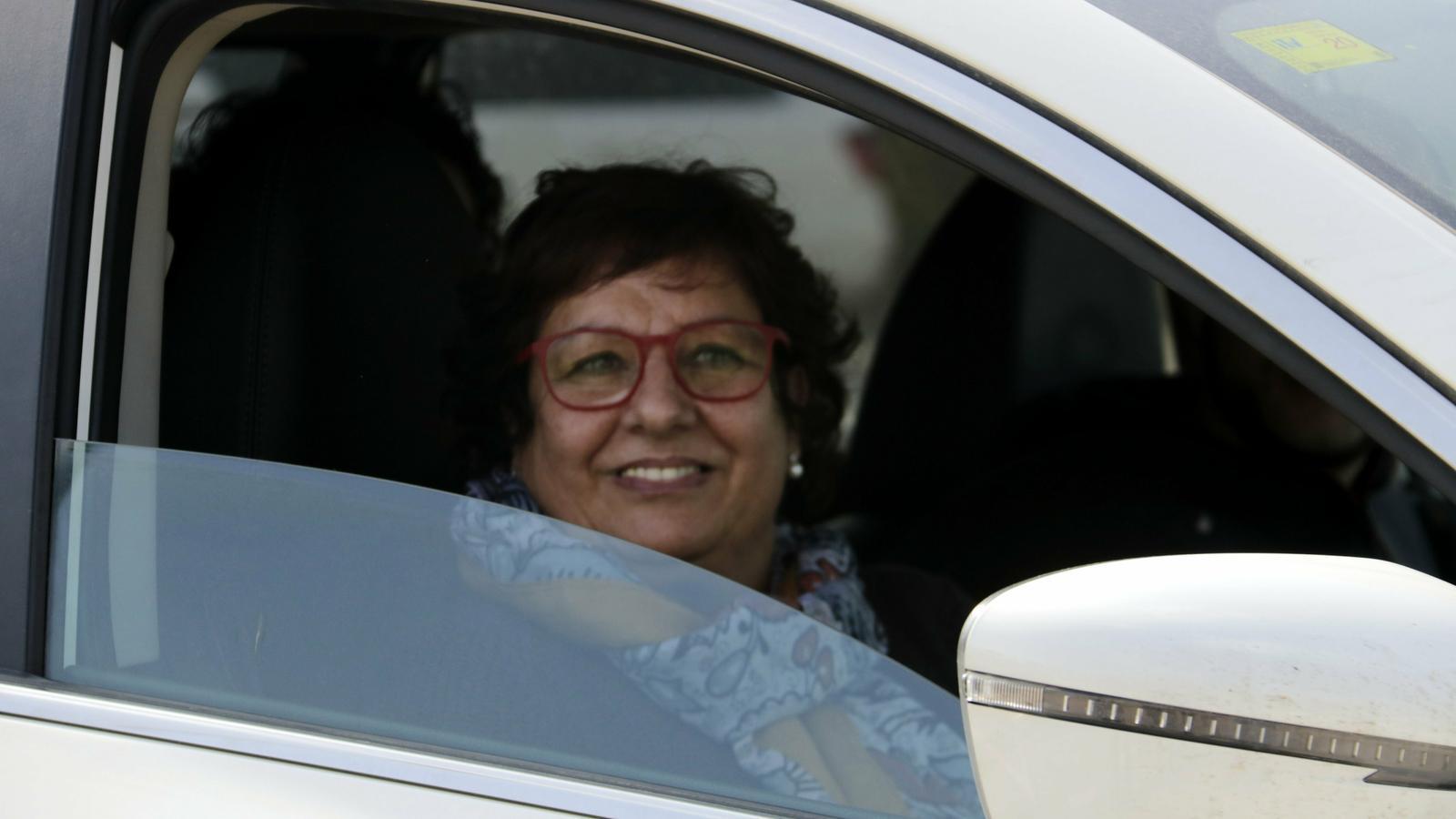 L'exconsellera Dolors Bassa, aquest dilluns sortint en cotxe de Puig de les Basses