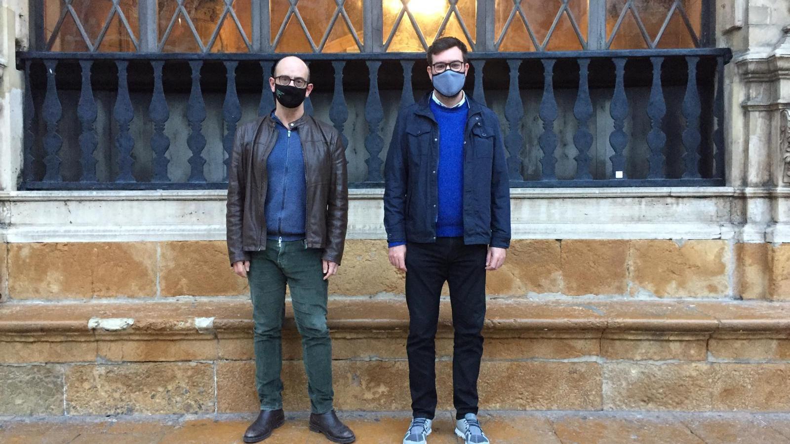 Sebastià Alzamora i el regidor el regidor de Cultura de Palma, Antoni Noguera.