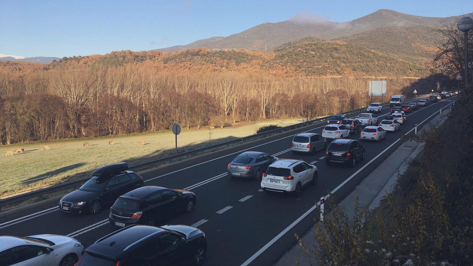 Retencions a la sortida de la Seu d'Urgell, direcció a Andorra. / RÀDIOSEU