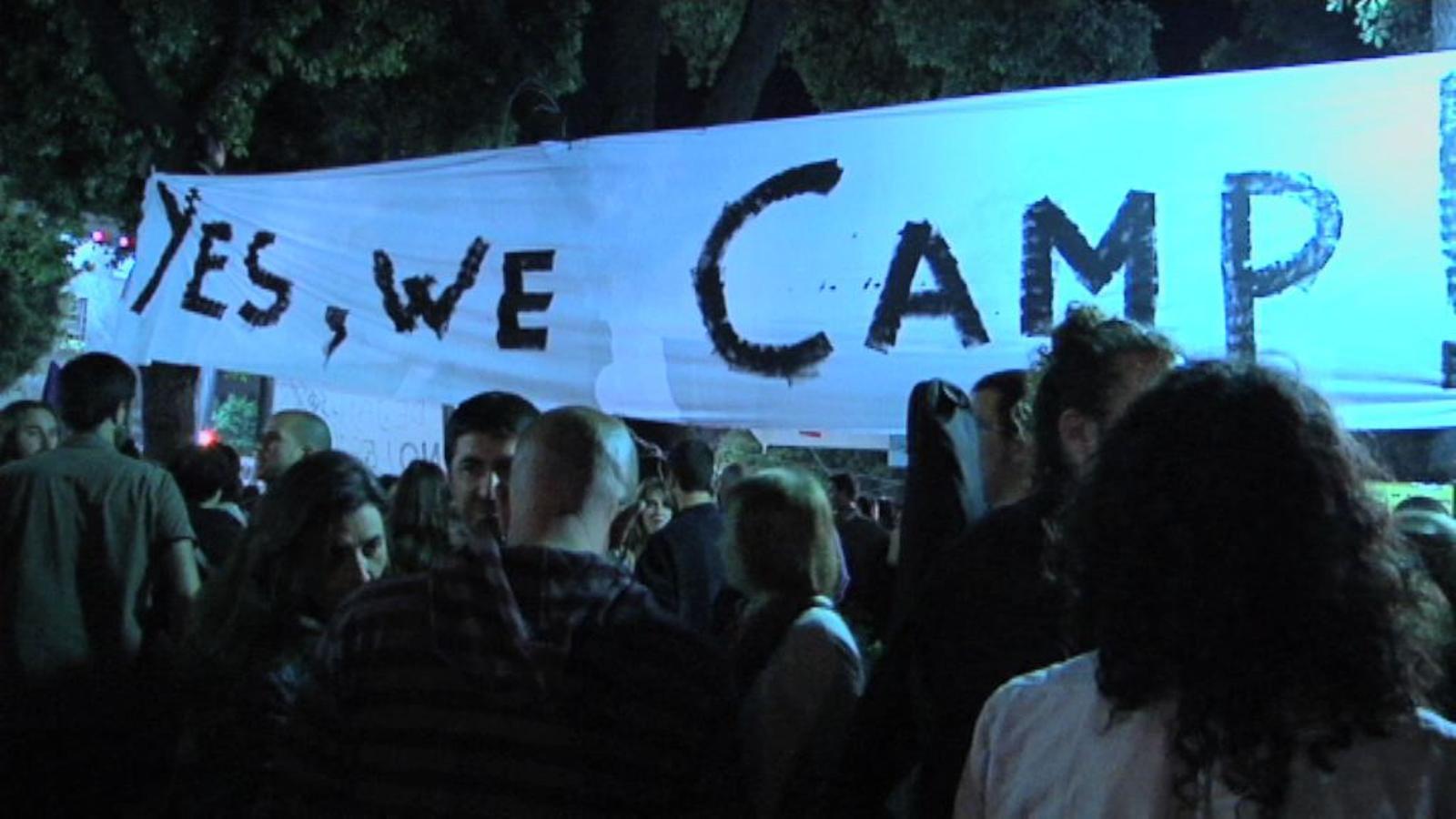 Comença la jornada de reflexió, continua l'acampada