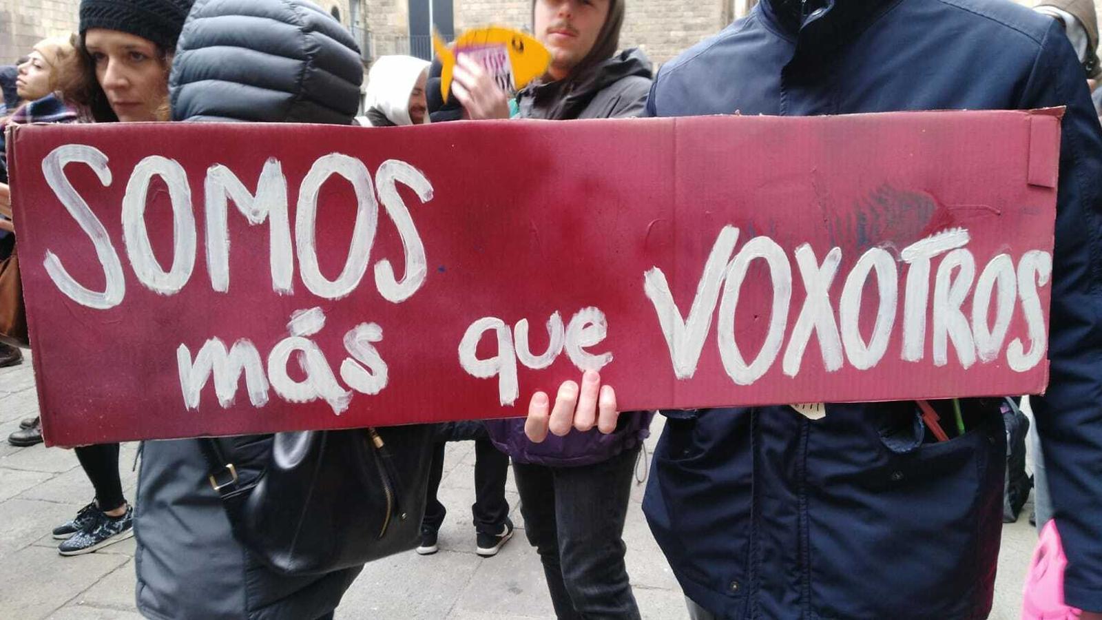 Una de les pancartes de la primera trobada del moviment de les sardines a Barcelona