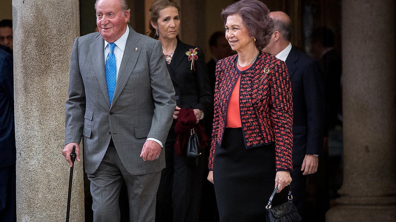 El rei Joan Carles  no surt  del cotxe  a Sanxenxo