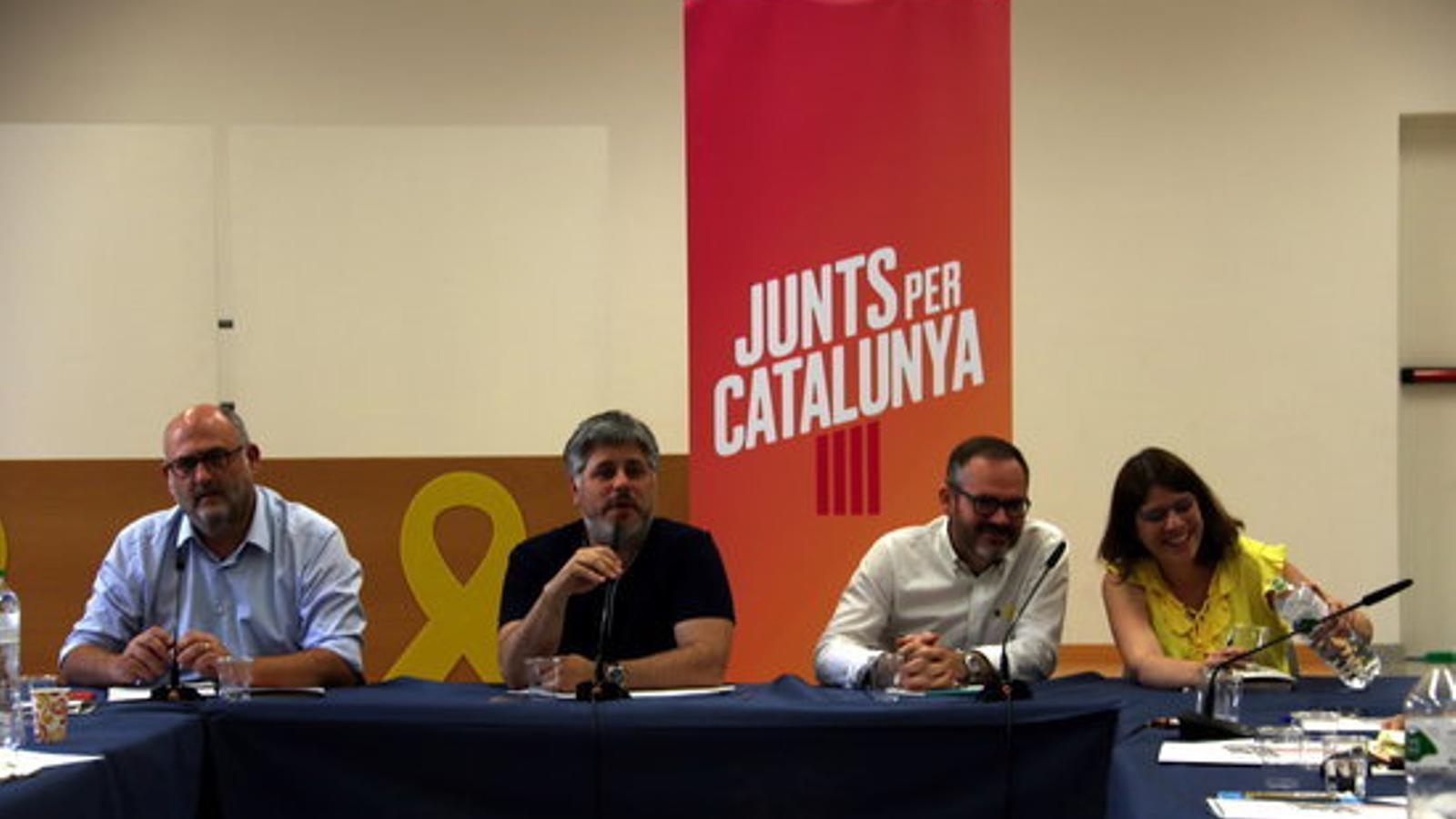 Els diputats de JxCat Eduard Pujol, Albert Batet, Josep Costa i Aurora Madaula aquest matí a Reus
