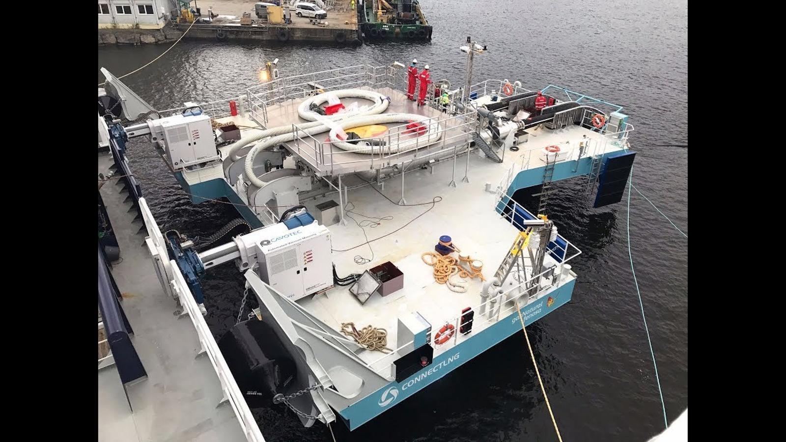 Gas Natural Fenosa llança el primer sistema de transferència de GNL flotant universal del món