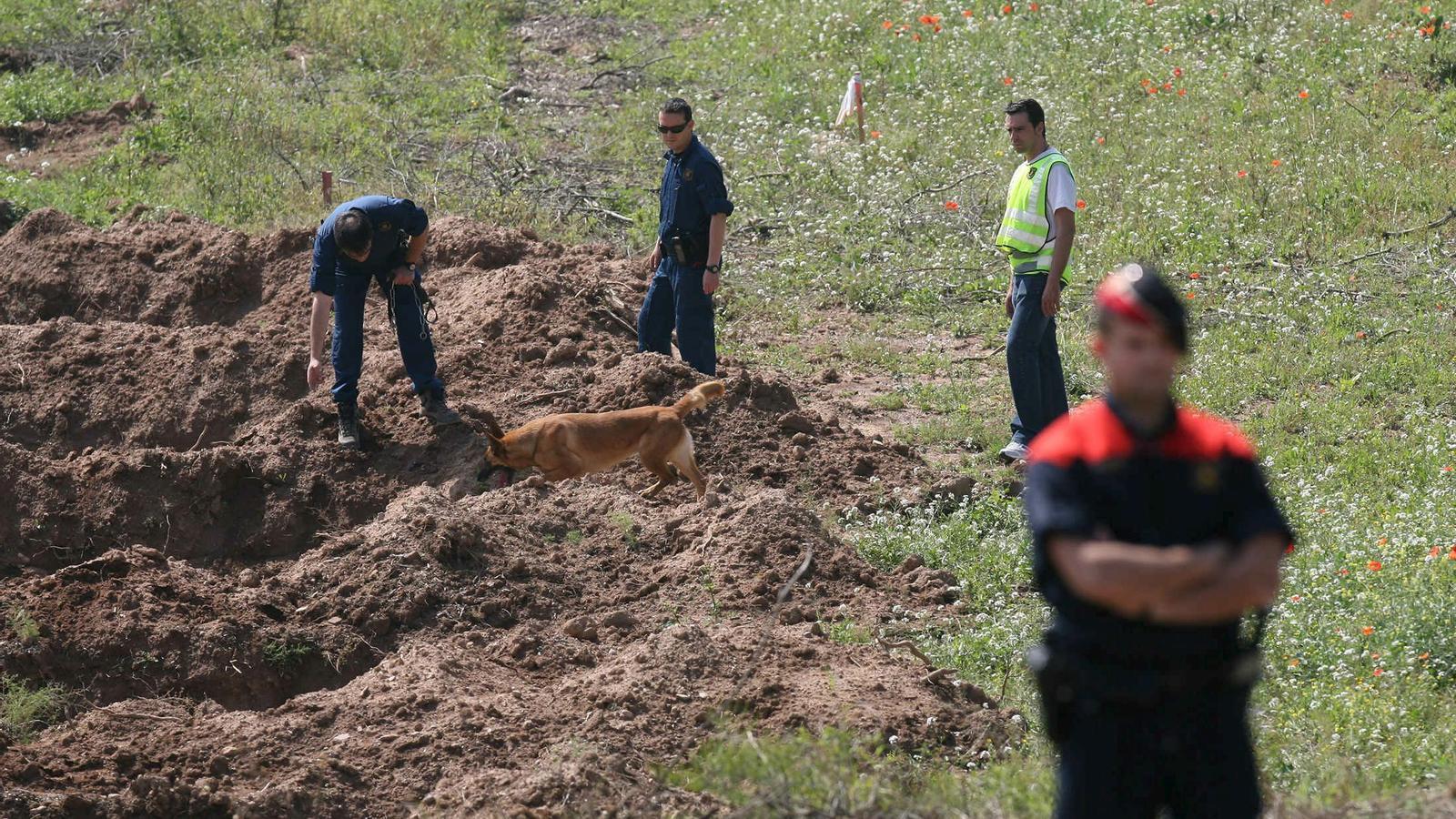 Mossos d'Esquadra durant la recerca dels cadàvers de les víctimes de Ramón Laso el 2011