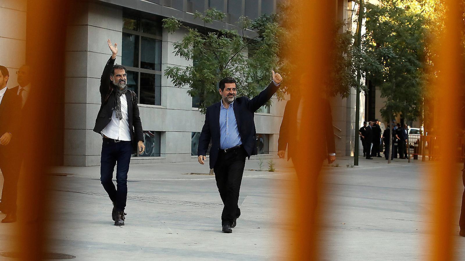 Jordi Cuixart i Jordi Sànchez ahir abans de declarar a l'Audiència Nacional, a Madrid.