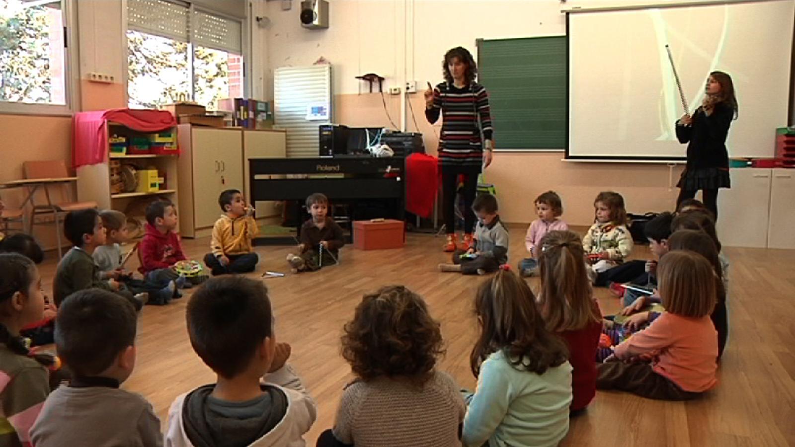 ARA Mestres: Acompanyem un grup de P-3 a classe de música