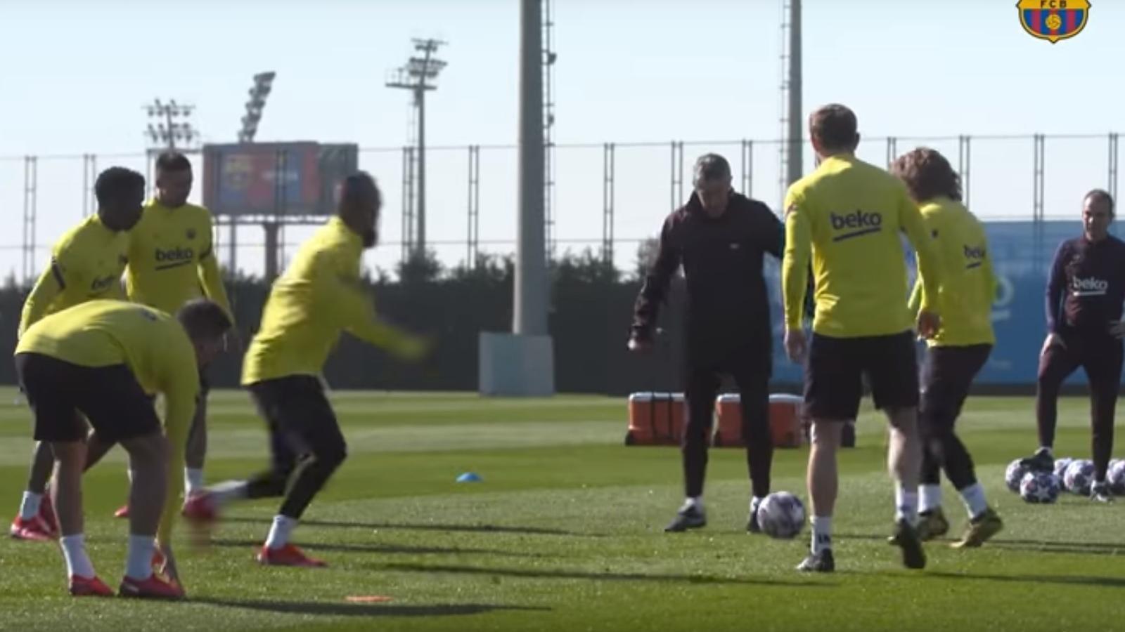 Setién en un entrenament del Barça
