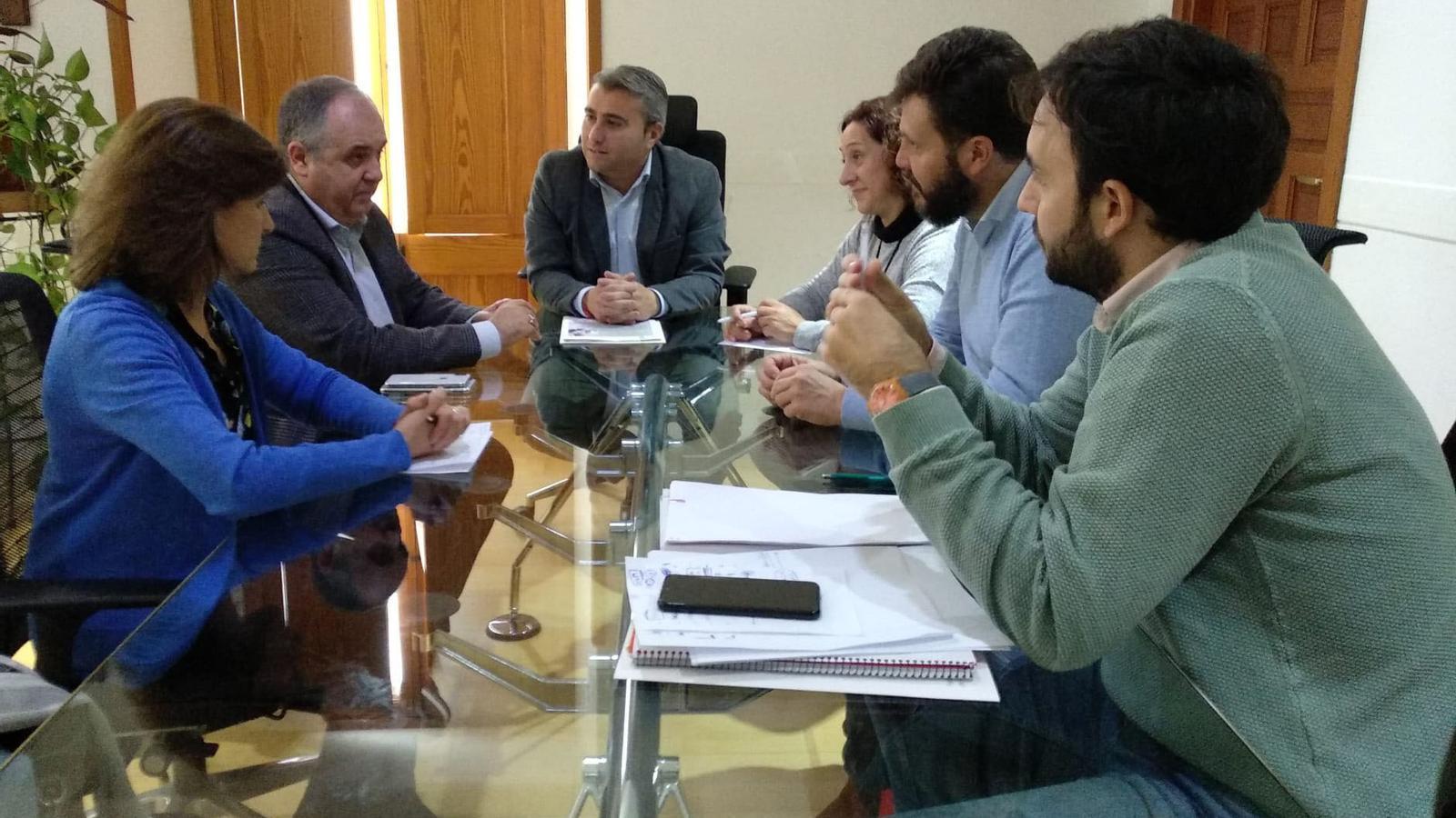 Reunió entre representants de la Cambra de Comerç i Ajuntament d'Inca.