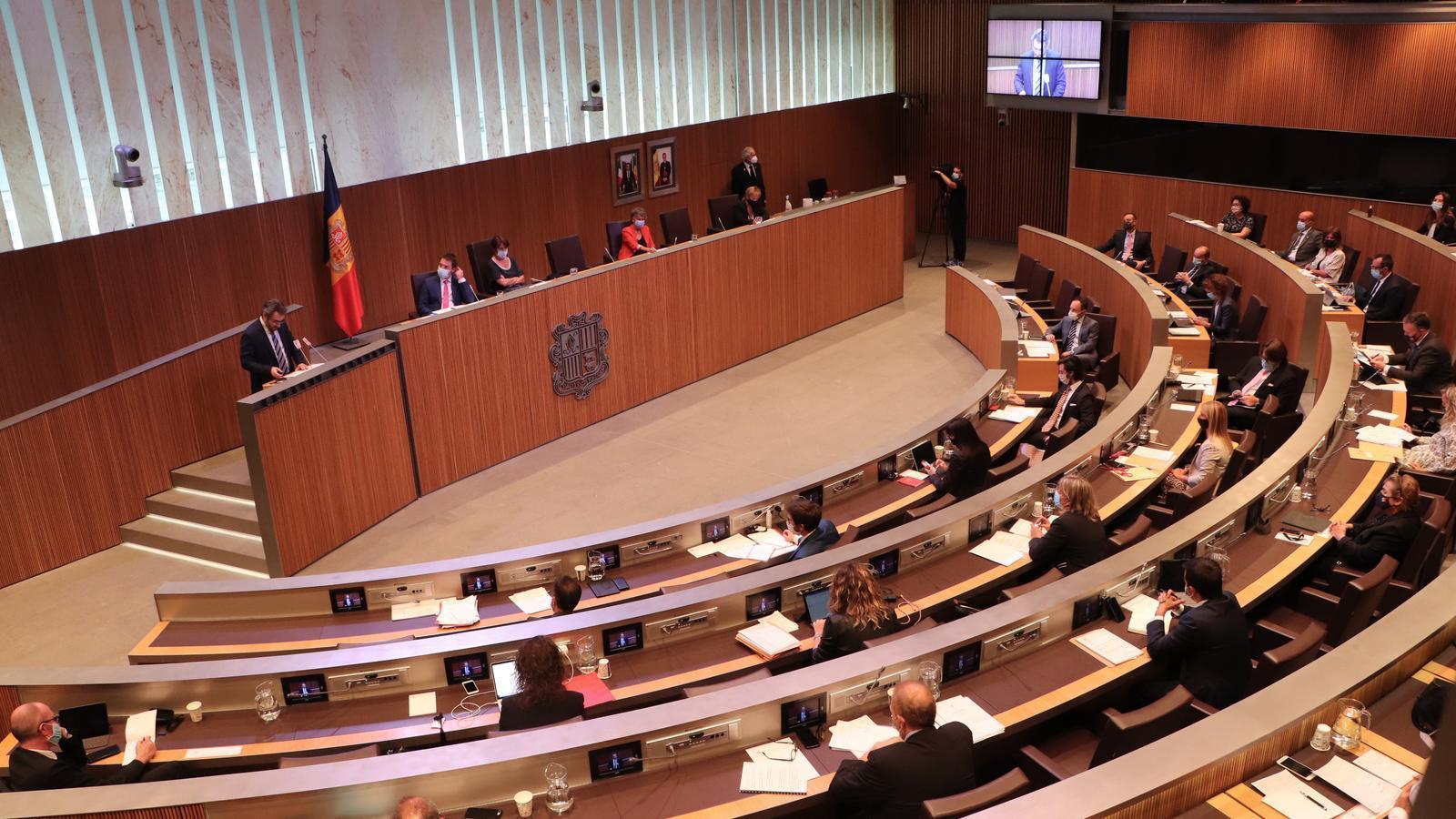 El ministre de Finances, Eric Jover, intervé aquest dijous durant el ple del Consell General. / DA