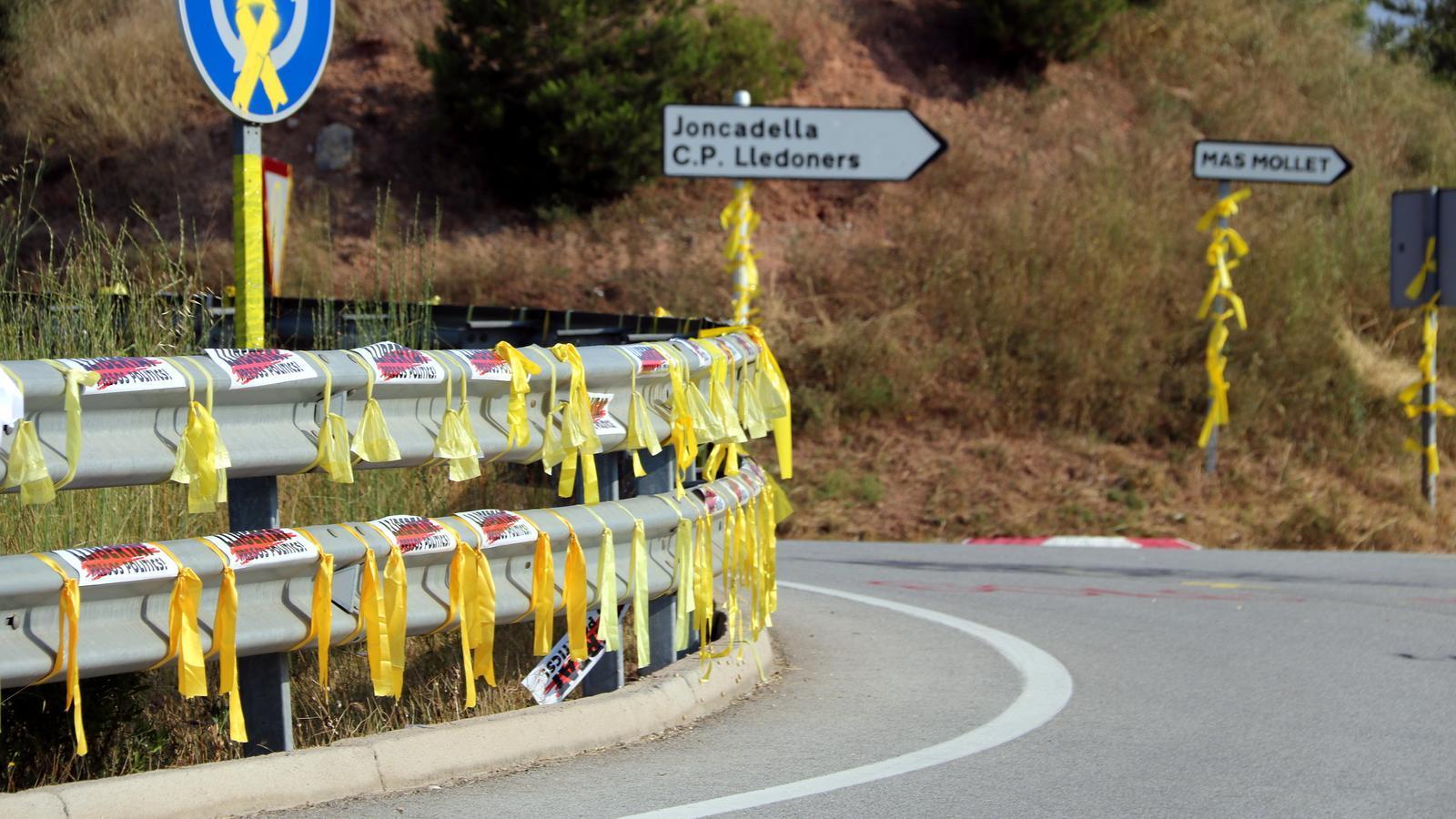 La fiscalia investigarà per què els Mossos han identificat persones que retiraven llaços grocs