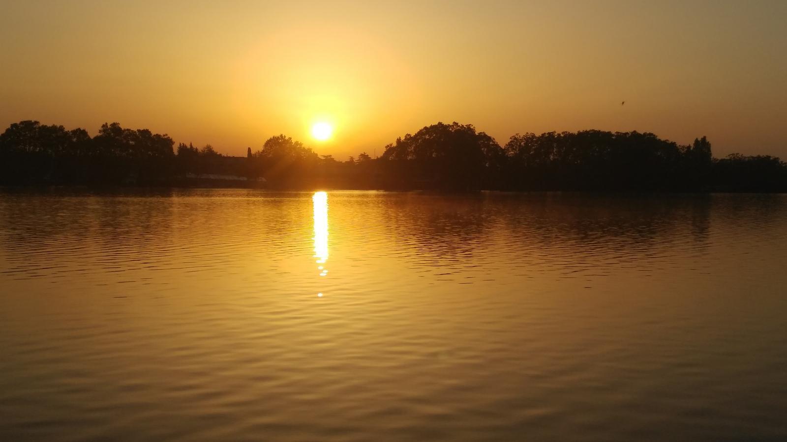 Jornada de sol per anunciar l'arribada de l'anticicló