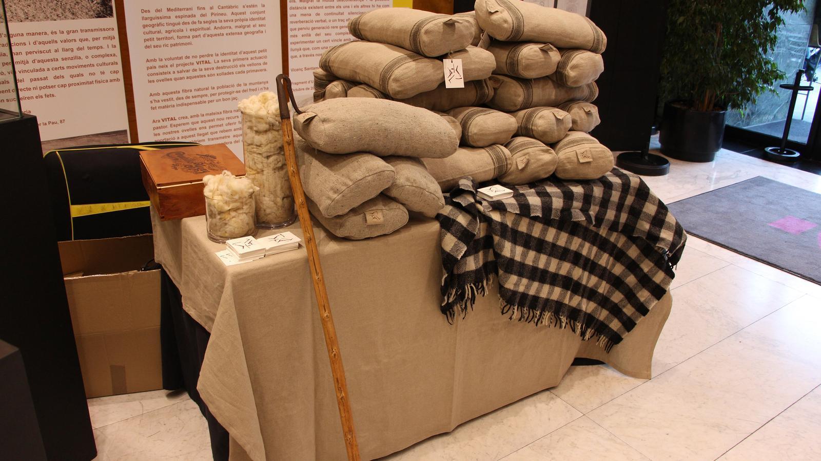 Coixins fets amb llana d'ovella andorrana cedida pels pastors del país. Són fruit del projecte Vital. / M. R. F. (ANA)