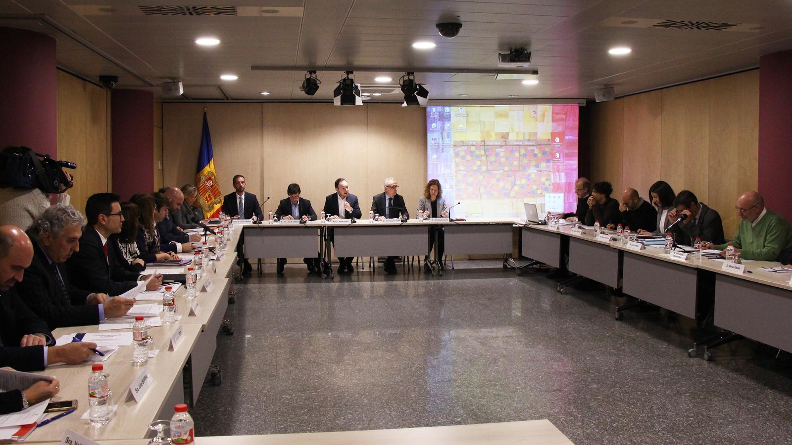 Un moment de la tercera reunió de la Comissió Nacional de l'Habitatge celebrada aquest dimarts. / M. R. F.
