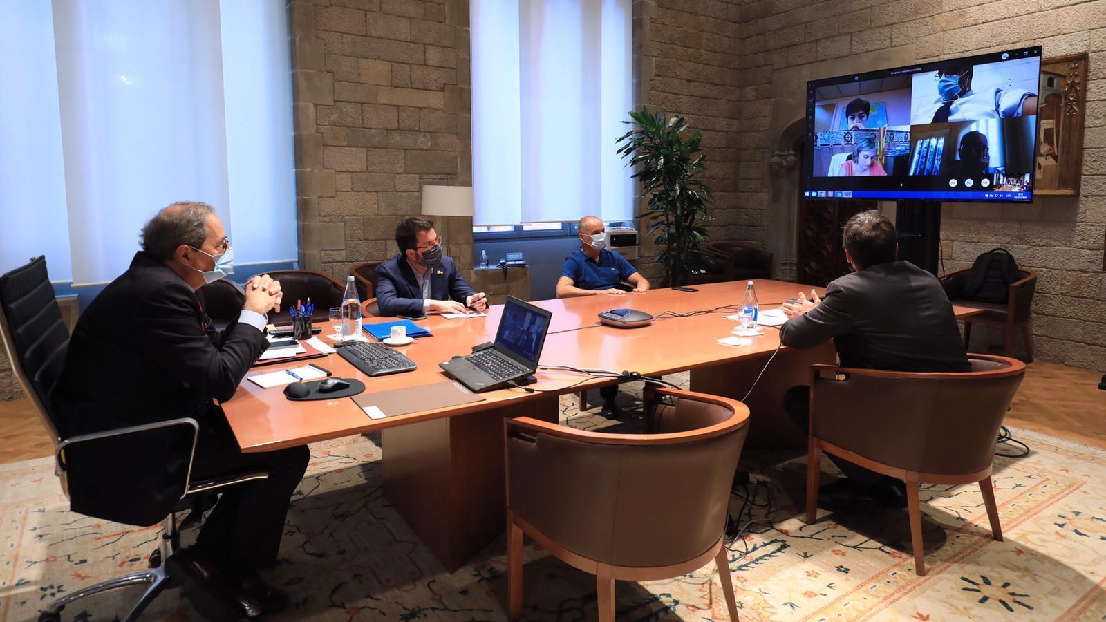 El president de la Generalitat, Quim Torra,  reunit amb el vicepresident del Govern, Pere Aragonès; la consellera de la Presidència, Meritxell Budó; el conseller d'Interior, Miquel Buch, i la consellera de Salut, Alba Vergés, per analitzar la situació generada per la decisió judicial sobre el confinament de Lleida