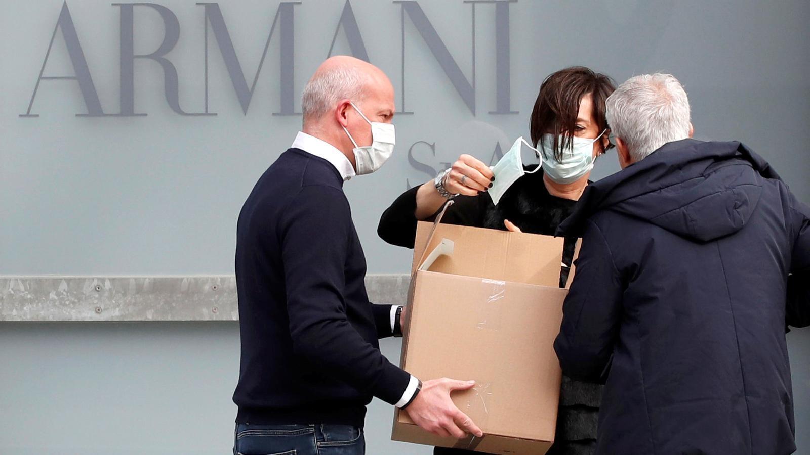 Armani tanca temporalment les seves fàbriques pel coronavirus