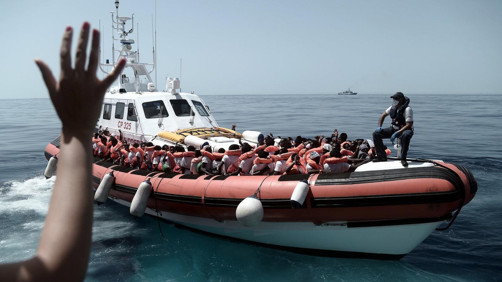 Els migrants de l''Aquarius' tindran un permís d'estada de tres mesos, però no es descarta que una part vagin als CIE