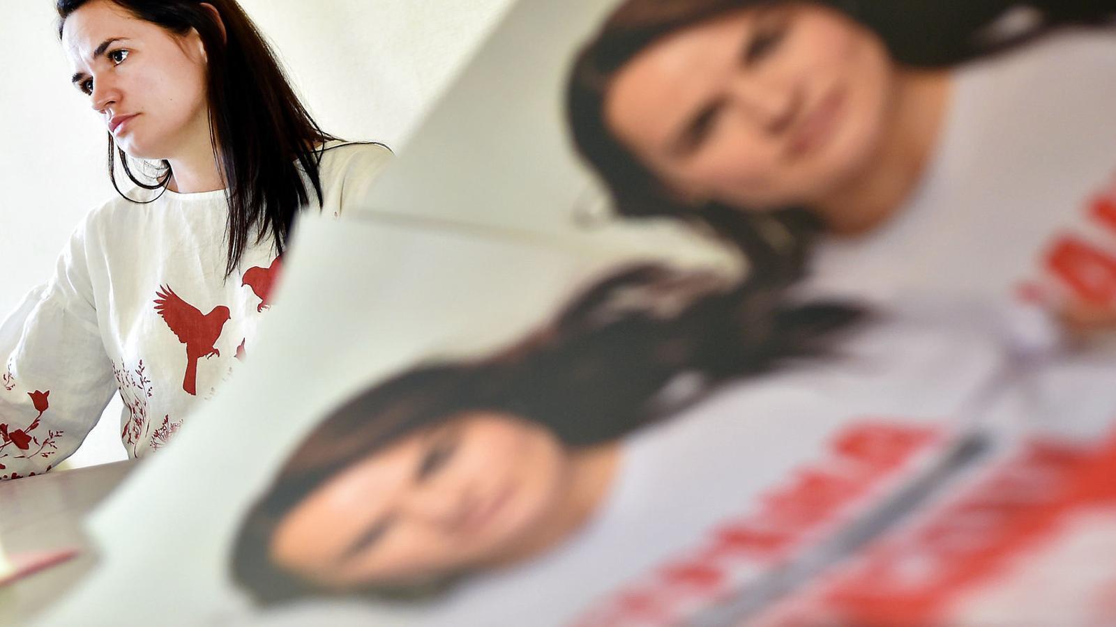 """Tres dones que aspiren a derrocar """"l'últim dictador d'Europa"""""""