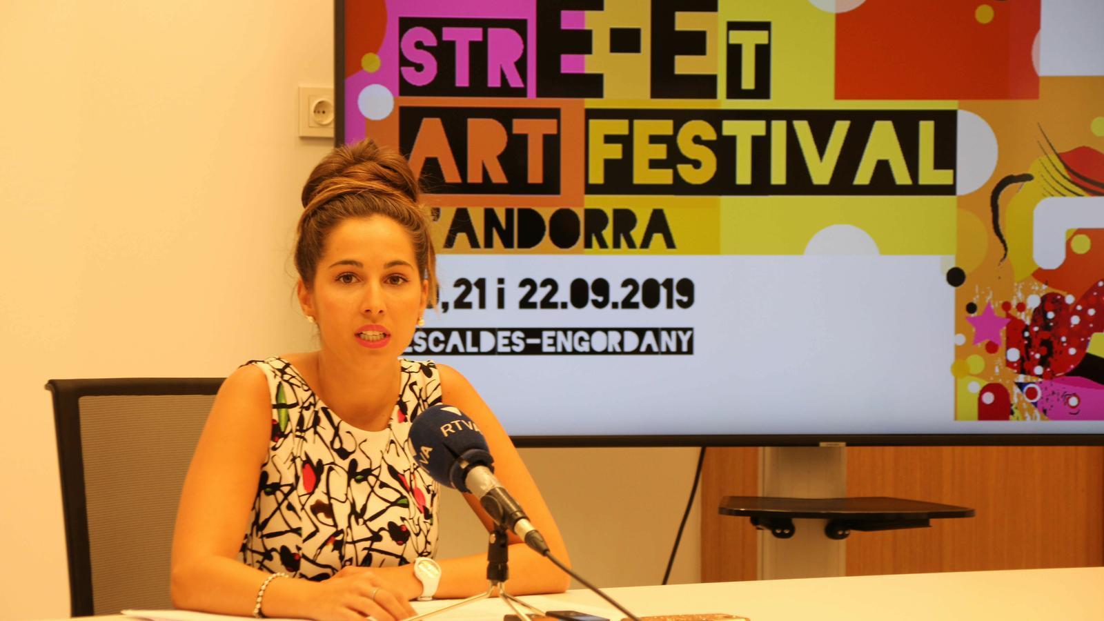 La consellera Laura Lavado presentant l'Street Art Festival. / C. A.
