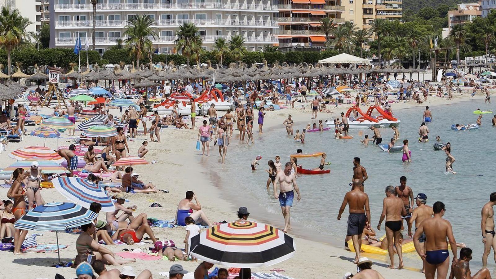 El model de sol i platja manté l'hegemonia indiscutible, un estiu més.