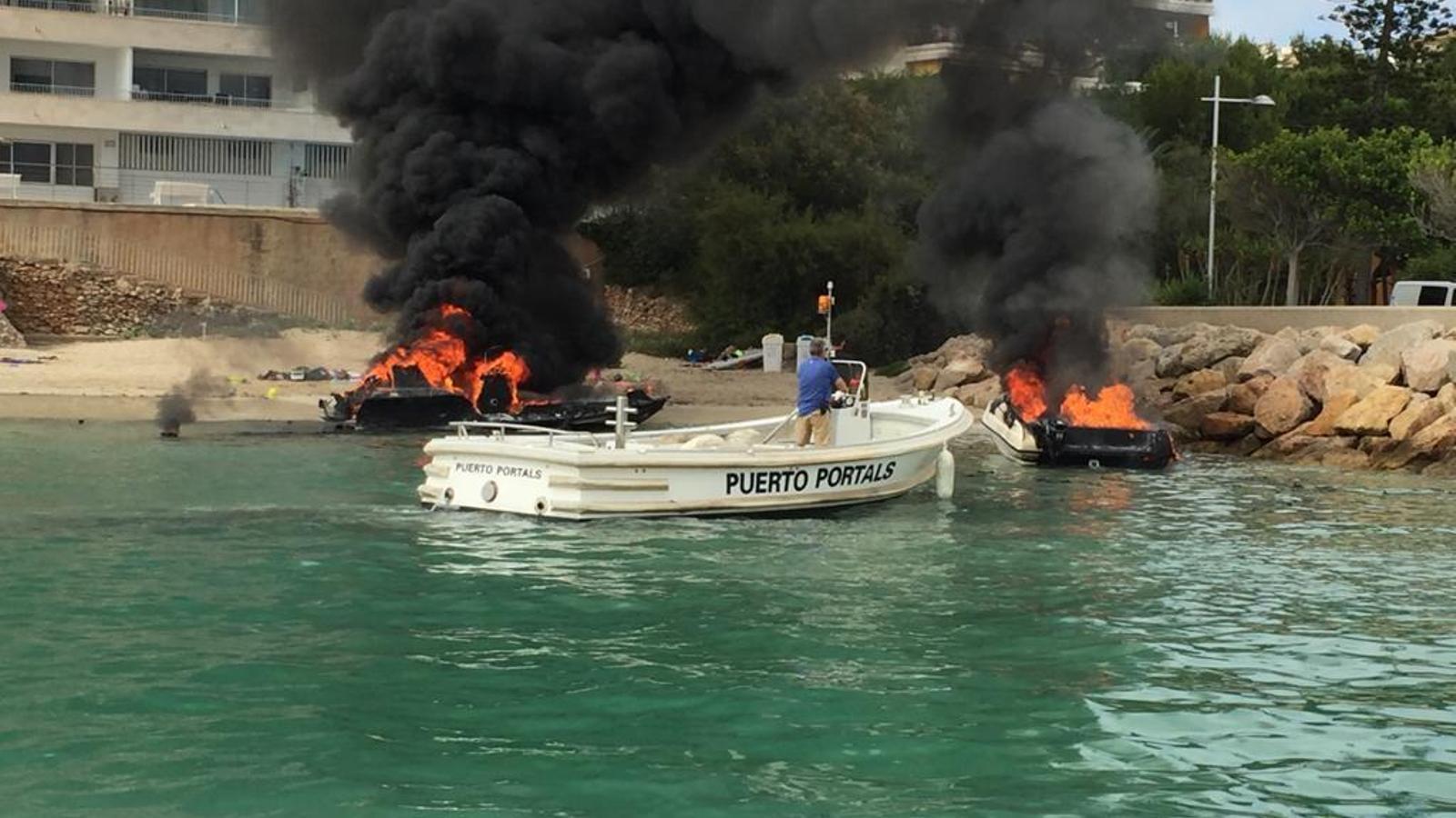 Incendi de les dues embarcacions a Port Portals