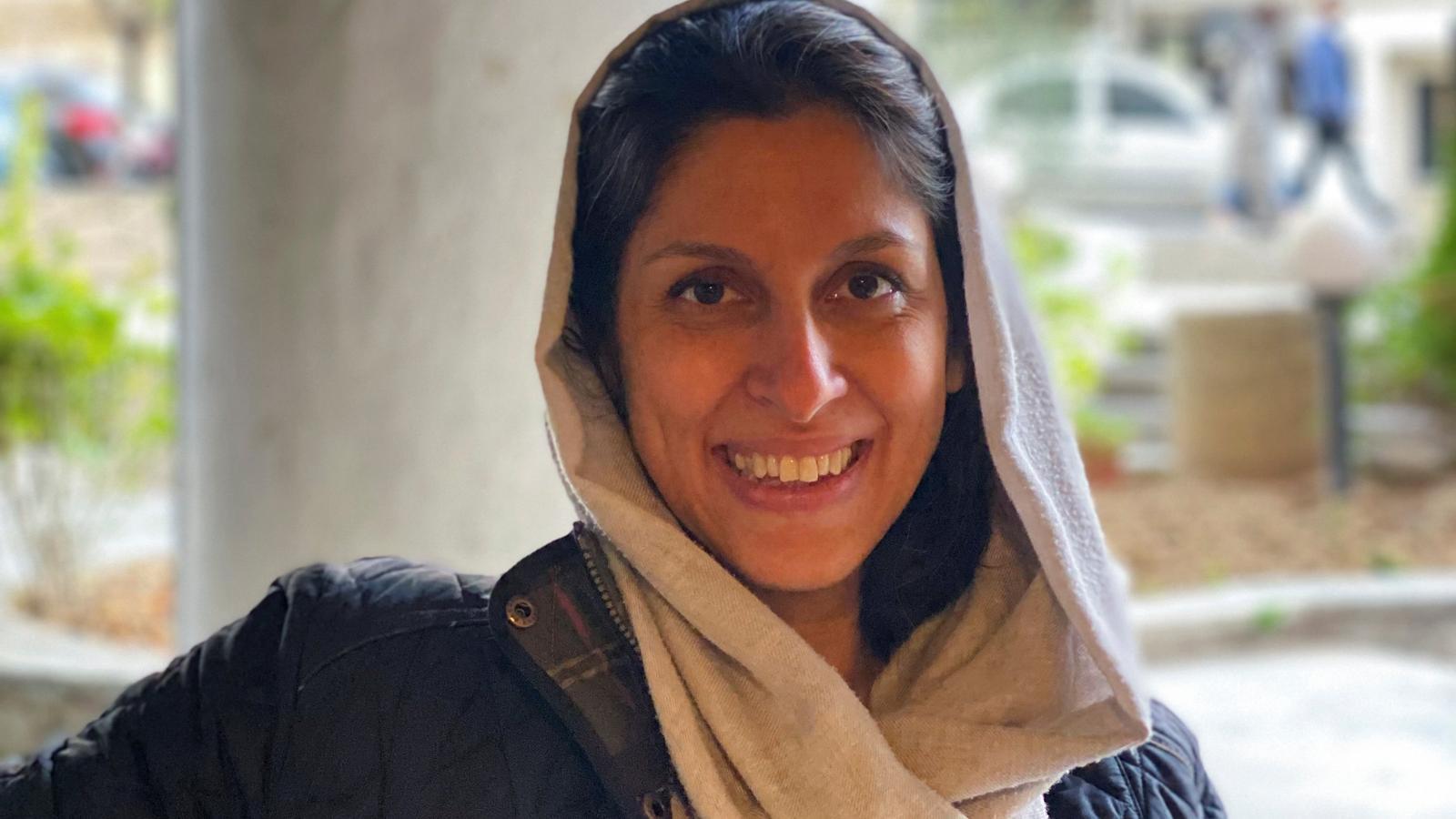 L'Iran allibera una ciutadana britànico-iraniana, però la tornarà a jutjar