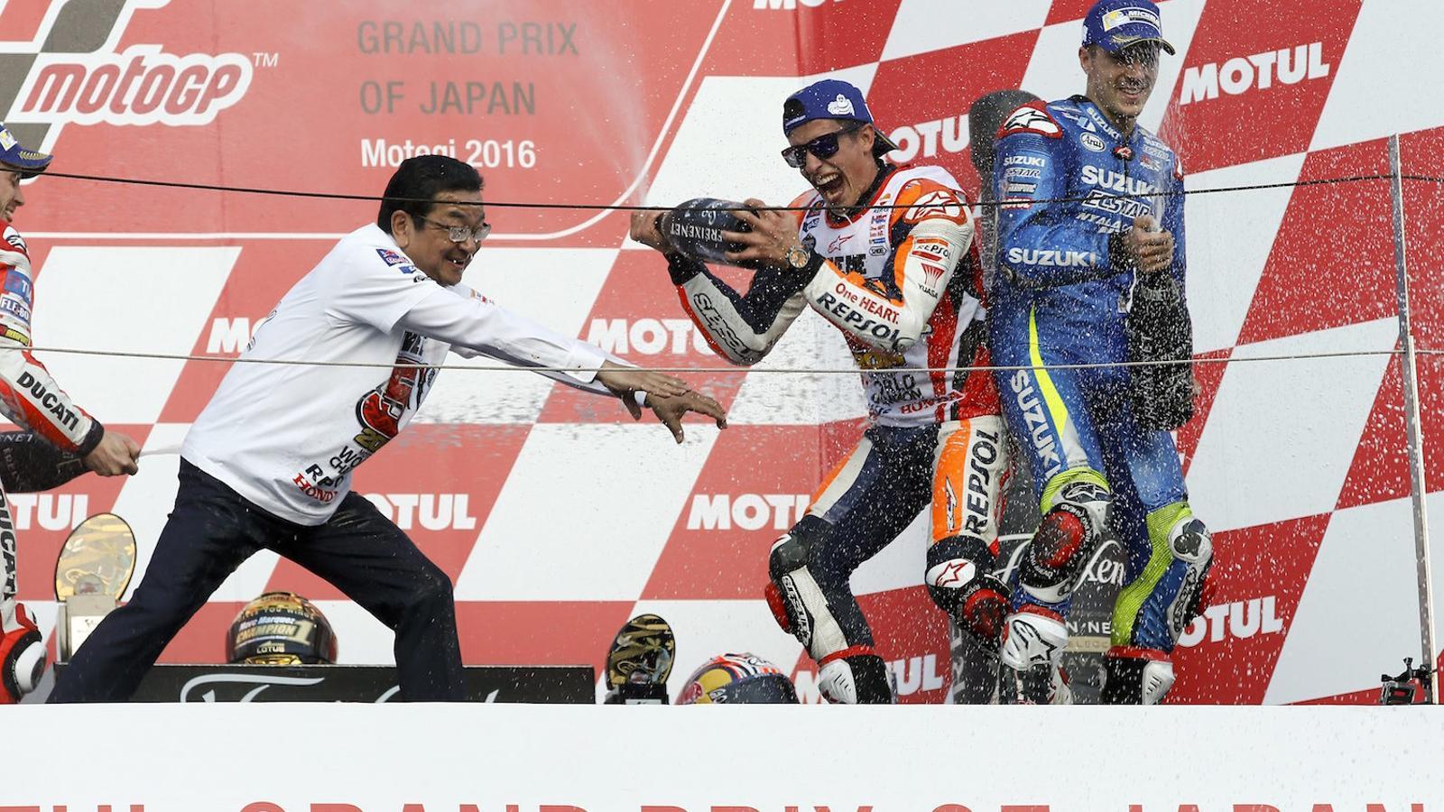 Marc Márquez, celebrant la seva victòria al Japó i el seu tercer mundial de MotoGP