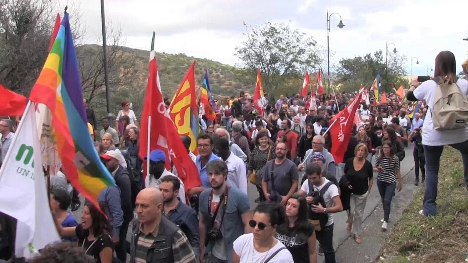 Manifestació a Riace en suport a l'alcalde Lucano.