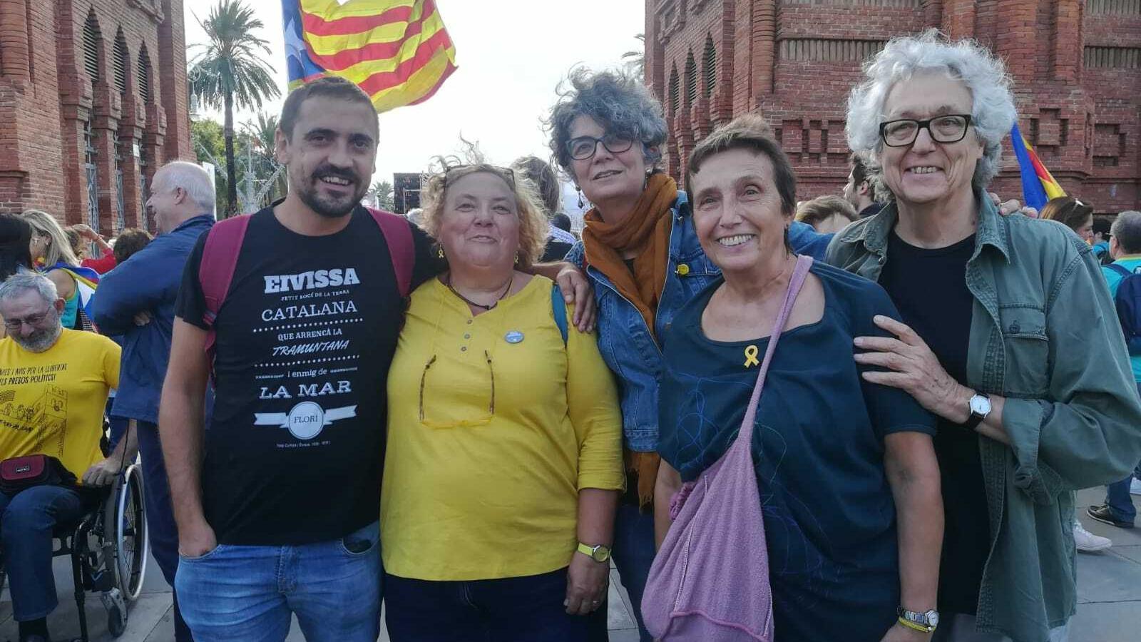 La directora de Política Lingüística davant l'Arc de Triomf de Barcelona.