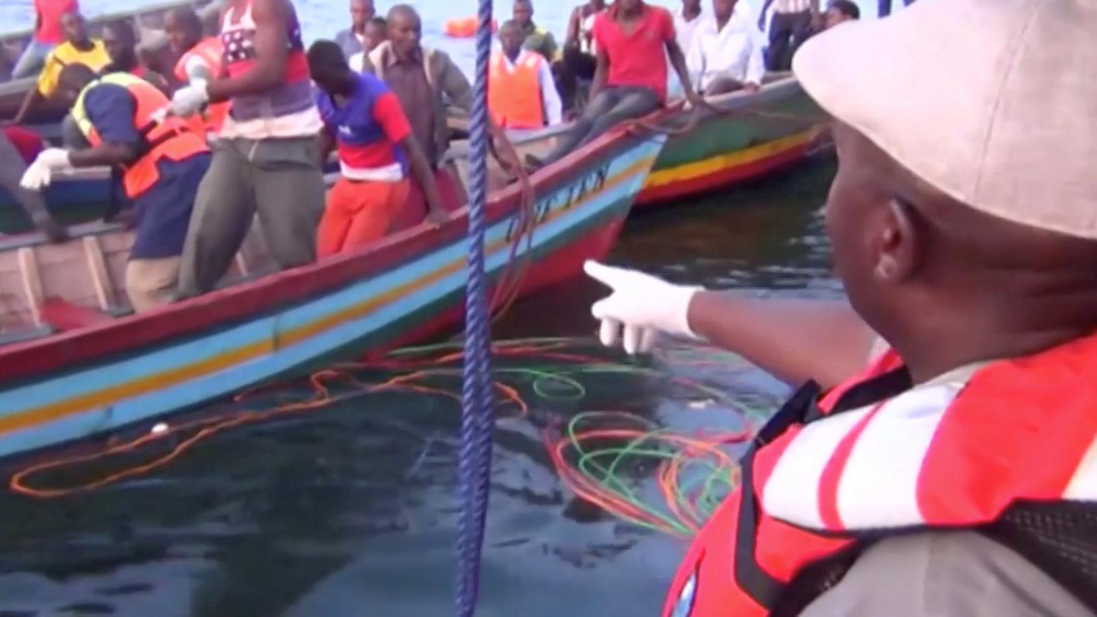 Tasques de rescat al llac Victòria