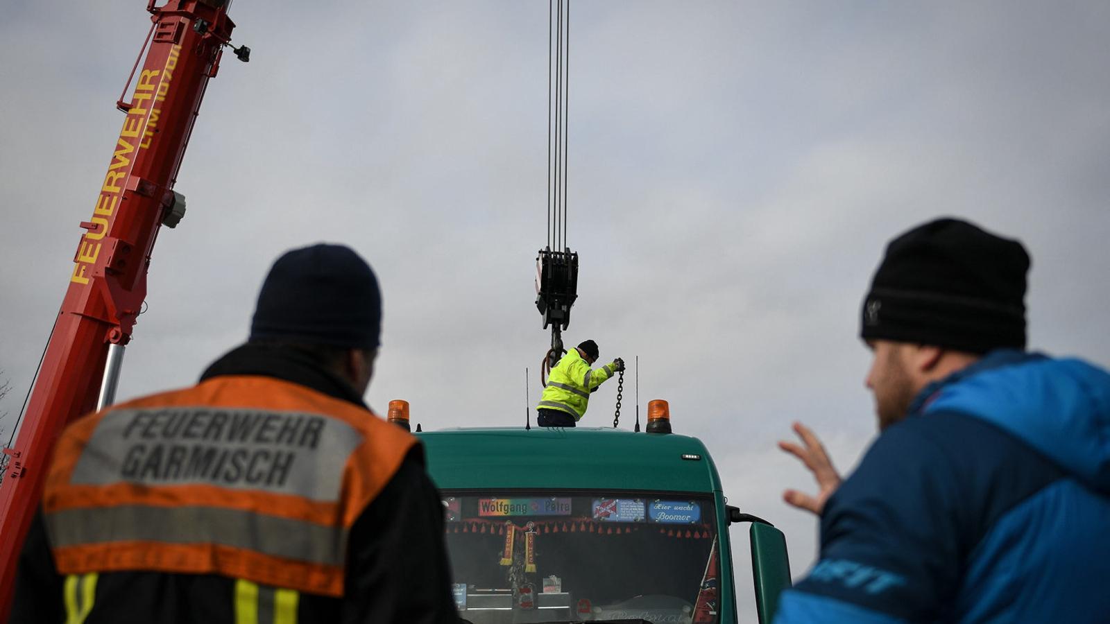 Operaris de la construcció treballant a la ciutat alemanya de Garmisch-Partenkirchen en una imatge recent.