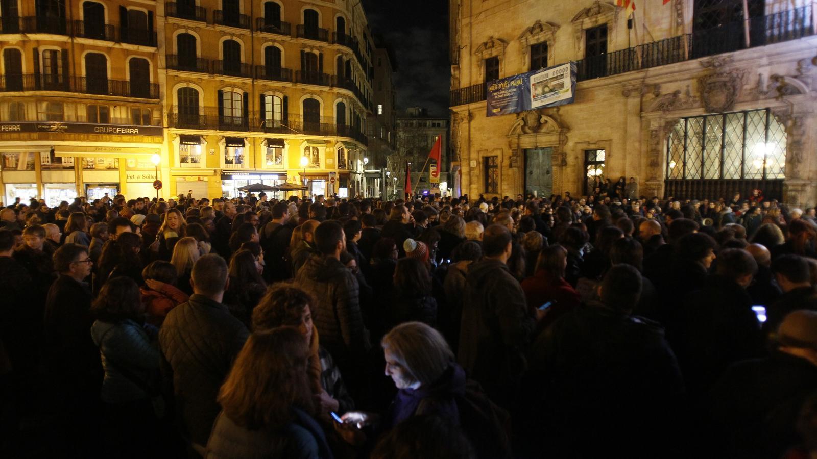 Els manifestats han cridat consignes contra els partits que han firmat el pacte a Andalusia.