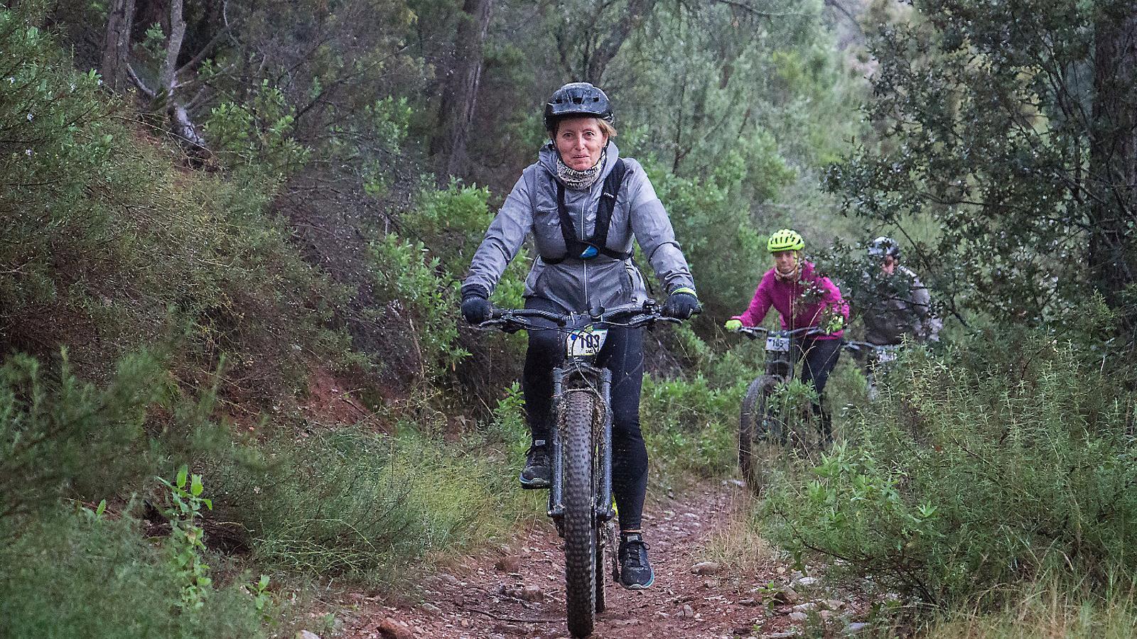 L'avantatge de la bicicleta elèctrica és que facilita que la faci servir gent d'edats diverses i amb diferents nivells de preparació física