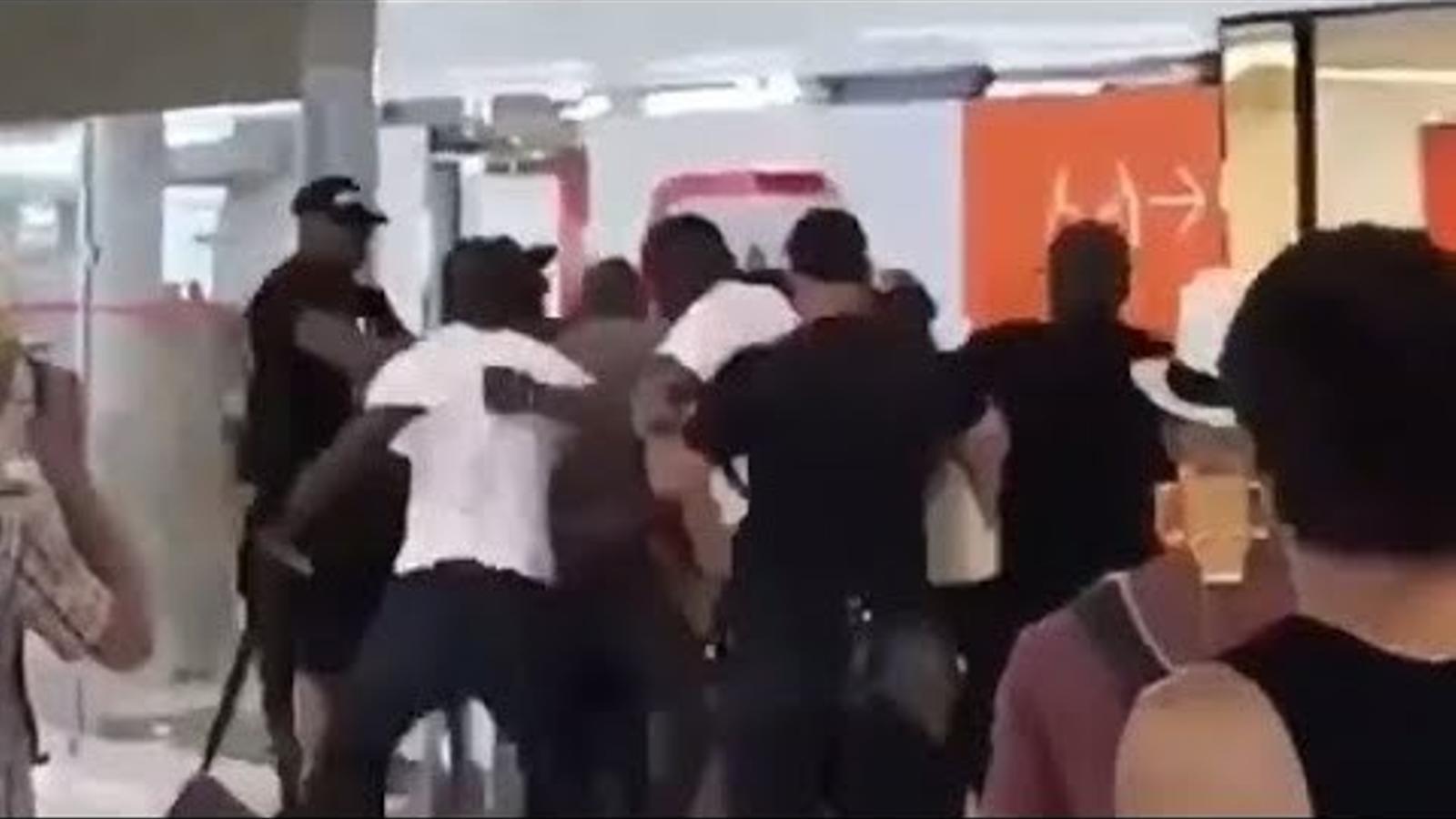 Baralla entre rapers a París-Orly