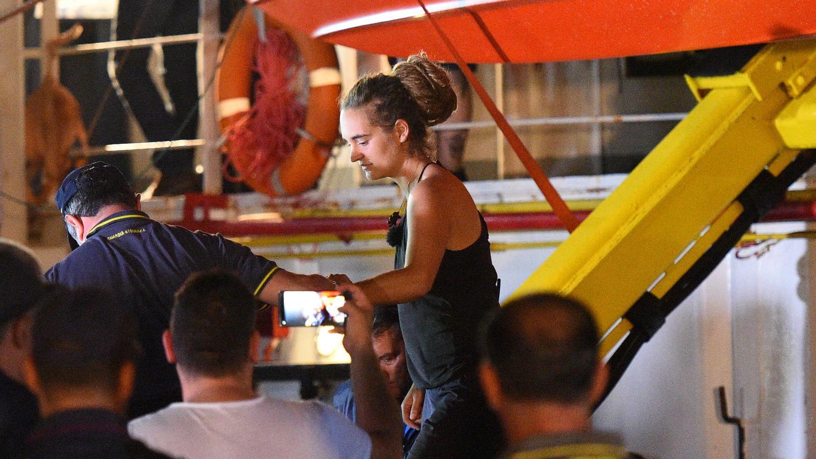 Detenen la capitana que ha desafiat Salvini, a Lampedusa